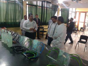 ENTREGA EL SECRETARIO DE EDUCACIÓN CARETAS 3D PARA EL PERSONAL DE SALUD DE ESTA ZONA CENTRO