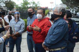 SIN RESPETAR LA SANA DISTANCIA, DIRIGENTES DE PARTIDOS ACUDEN AL CONGRESO DE VERACRUZ.