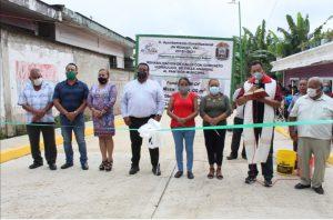 Entrega alcalde de Atzacan rehabilitación con concreto.