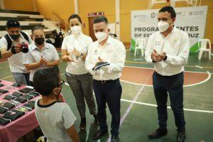 Entrega DIF de Orizaba lentes a mil estudiantes.