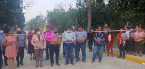 Autoridades de Rafael Delgado entregan calle de concreto hidráulico, banquetas y guarniciones.