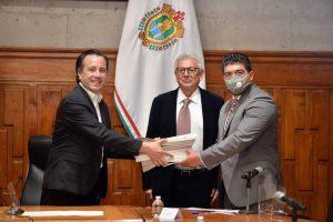Reciben título de propiedad 225 escuelas de núcleos agrarios; un acto más de justicia social: Gobernador Cuitláhuac García.
