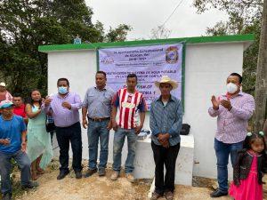 Entregan autoridades de Atzacan caja distribuidora de agua en Contla.