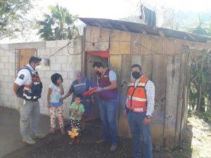 Entrega DIF estatal, protección civil regional apoyos por la surada.