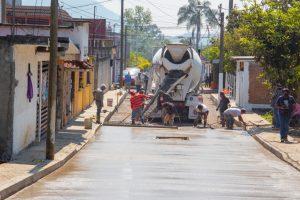 Avanzan obras de pavimentación de calles en Ixtaczoquitlán: Castelán