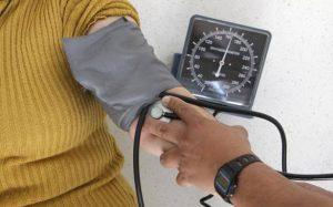 Invita IMSS Veracruz Sur a pacientes hipertensos a continuar sus chequeos en las UMF.