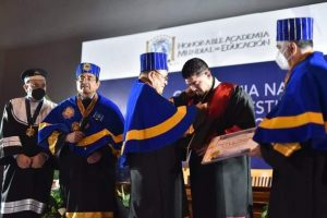 Distingue Academia Mundial de Educación con Doctorado Honoris Causa a Zenyazen Escobar y académicos.