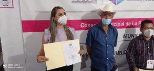 Mujeres de cuatro municipios de la zona centro reciben constancia de mayoría, Ruth García Meza arrasó en La Perla.