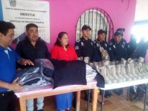 Entregan uniformes a policias en municipios de Tlilapan y Magdalena.