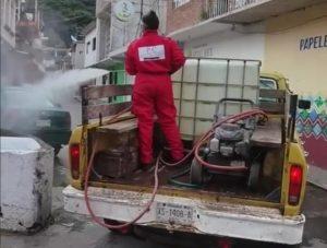 Intensifican acciones preventivas en Zongolica ante el incremento de casos confirmados de COVID-19 se sanitizaron calles.